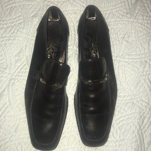 Men's Ferragamo black leather size 8 loafers